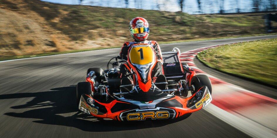Jazda v motokáre na závodnom okruhu