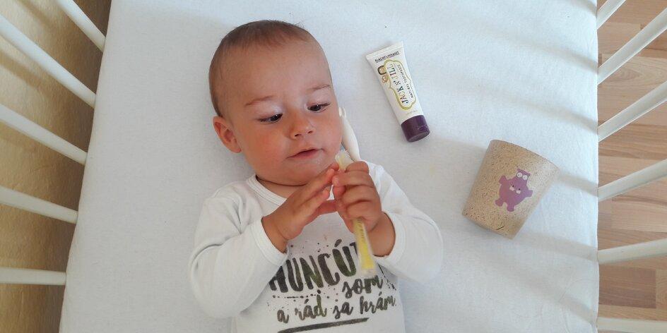 TESTUJEME | Prvé zúbky testujú ich prvú zubnú kefku