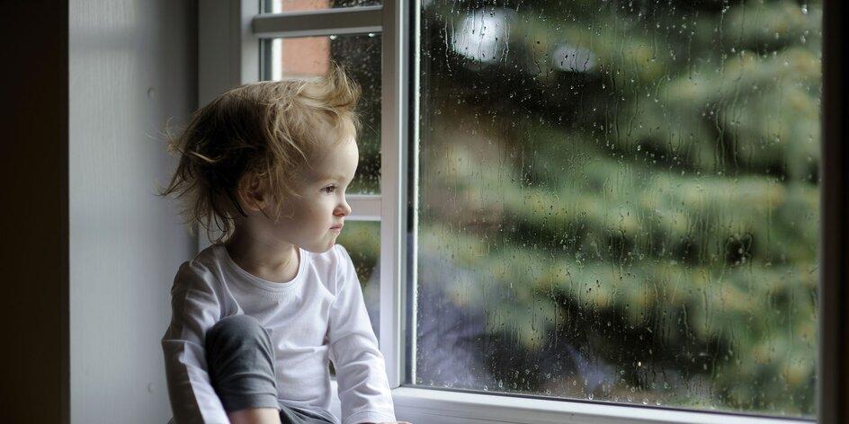Prší, prší…. amama, ty vymysli, ako sa ideme hrať