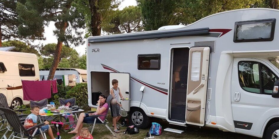 Ako zabaviť deti počas cesty na dovolenku? Požičajte si karavan!