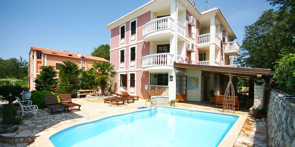 Dovolenka na Istrii: 350 m na pláž, vonkajší bazén