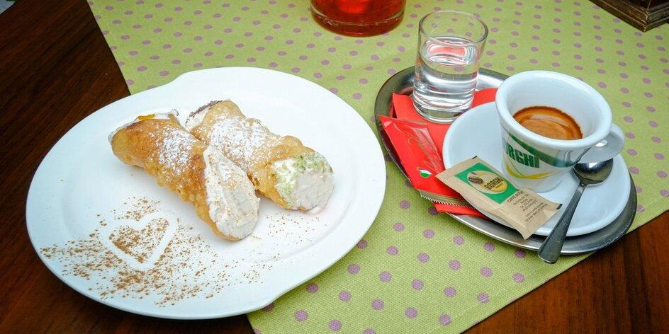 Originálne talianske cannoli s kávou alebo horúca čokoláda s ovocím