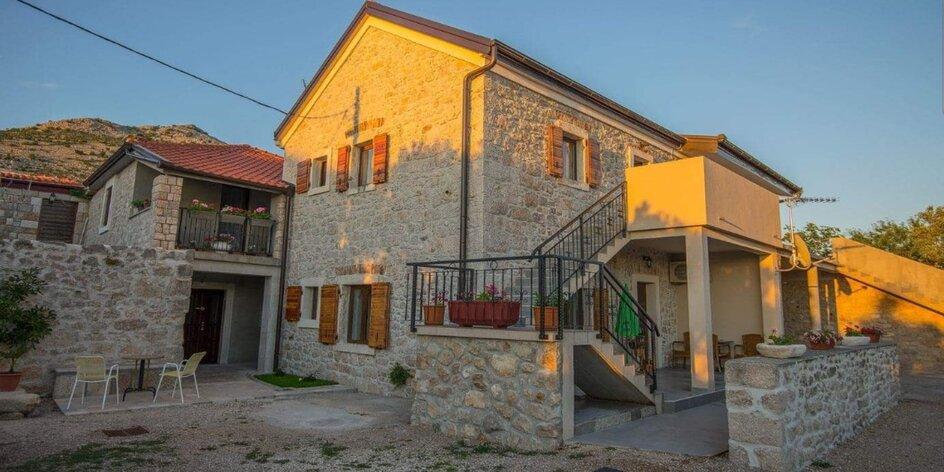 Slnečné Chorvátsko s polpenziou v luxusnej Ville len 50 m od mora