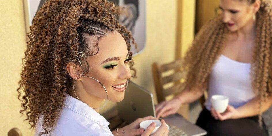 Predlžovanie a úprava vlasov zapletaním kanekalonom