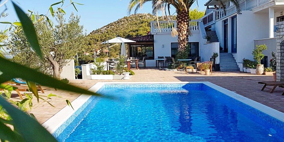 Rodinný hotel s vonkajším bazénom pri Zadare