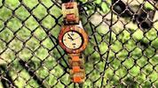 Originálne hodinky a okuliare z dreva