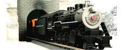 Dymiaca lokomotíva s vagónmi a koľajami