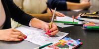 Antistresové omaľovánky a kvalitné pastelky, fixky a farbičky Bruynzeel