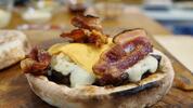 Obrovský burger JURO so 400 g hovädzím mäsom na donášku