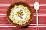 Pravé slovenské bryndzové halušky so slaninkou a kyslým mliekom pre 2 osoby