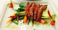 Flank steak v dvojchodovom servírovanom menu v Hoteli Bankov