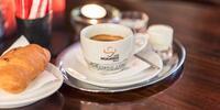 Cenná dávka energie s espressom a croissantom či marlenkou