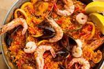 Pravá španielska paella alebo slávky s vínom a paradajkovou omáčkou