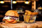 Originálny divinový alebo Black Angus Burger v Chuťovke - toto len tak bárskde…