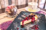 Cheesecake alebo špaldový koláčik s espressom alebo cappuccinom
