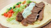 Teľací kebab v tortille alebo falafel v pita žemli