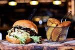 Divinový hambáč i novinka: pulled pork burger