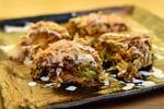 Japonská špecialita Okonomiyaki v centre mesta