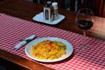 Pravá španielská paella s vínom pre 2 osoby