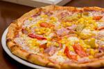 Pizza s domácou omáčkou a čerstvými surovinami