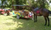 Jazdenie na koni alebo jazda na vlečke ťahanej traktoríkom
