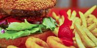 Hamburger či cheeseburger s hranolčekmi