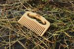 Vreckový drevený hrebeň s vlastným gravírovaním