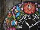 Ručne maľované hodiny s ľudovými ornamentami